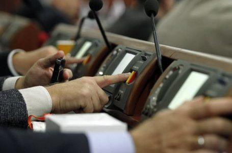 """Депутат у комі зумів """"проголосувати"""" за 8 законопроектів"""