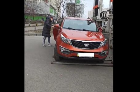 У Києві евакуатор намагався відвезти машину з дитиною в салоні (відео)