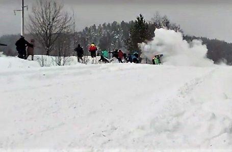 Машина влетіла в натовп людей: на ралі в Росії сталася моторошна аварія (відео)