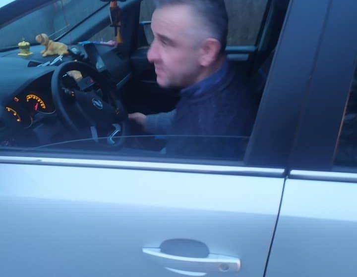 Чоловік прив'язав собаку до машини та волочив дорогою (фото)