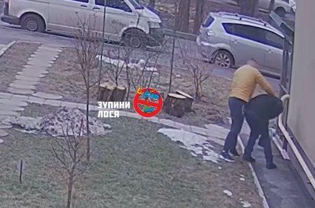 """Автохам побив перехожого і назвав це """"тренуванням"""" (відео)"""