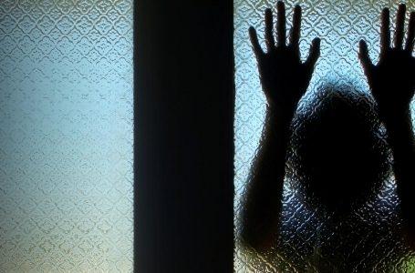 Подвійний суїцид: у Запоріжжі мати з дочкою викинулися з вікна багатоповерхівки (фото)